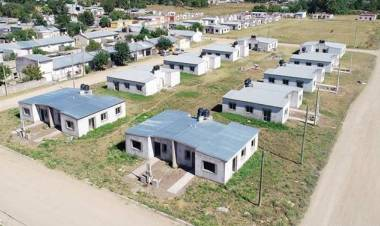 Donde lo que sobra es tierra ¿no hay terrenos fiscales?